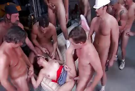 Jedna holčina a více kluků