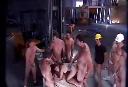 Skupinové jebání na stavbě