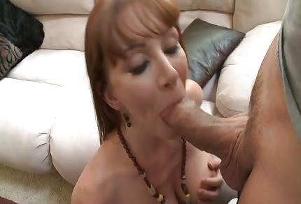 Zrzavá mamina miluje sex