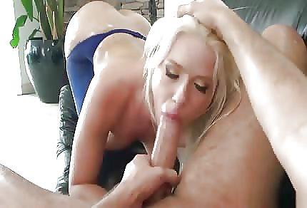 Rozkročený Mariano a sexy blond vykuřovačka