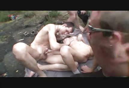 Skupinový sex v lesíku