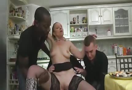 MILFka ojetá v kuchyni
