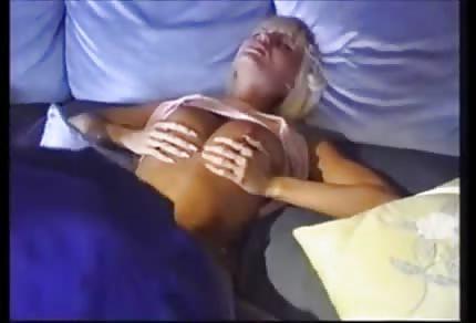 Anita Blonde má ráda černošské penisy