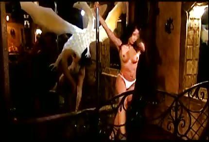 Tanec vášnivé striptérky