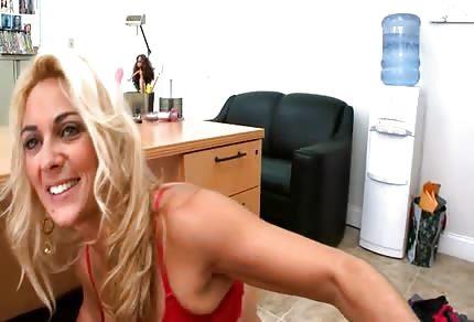 Sexy mamka blondýna a její prznič