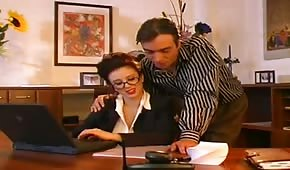 Divoká sekretářka s obříma kozama