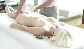 Příjemná masáž plus zadarmo píchání