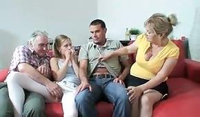 Sex rodinka si našla příjemný způsob jak trávit volný čas