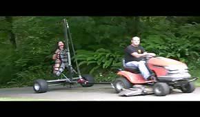 Odskočil si traktorem a svou holčinou do přírody