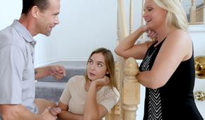 Klátí mladou holku a hned vedle je její maminka