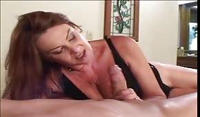 Klátí maminu na postelu