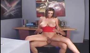 Šéf vyšukal svou sexy sekretářku