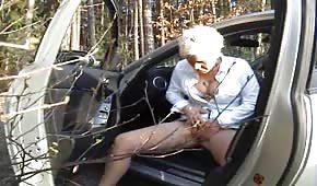 Mamina si pokliká na myšku v lese