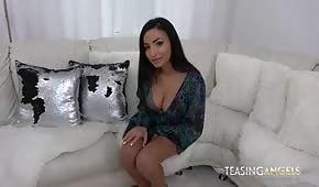 Sexy holka se svlékne před zásunem