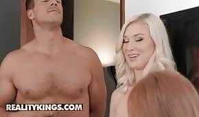 Farcirz přesune dvě sexy dámy
