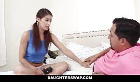 Ten chlap posune dceru svého přítele