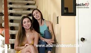 Lesbické hry na schodech