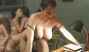 Dlouhé porno s prsatými Italové