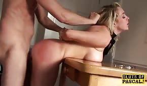 Seks na stojaka z fajną dupeczką