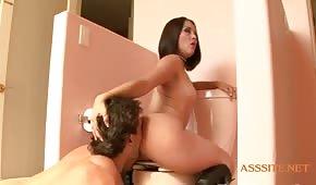 Hrubé porno na záchodě