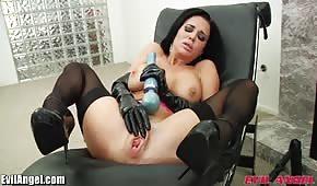 Bruneta sexuální hračka