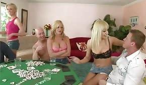 Strip poker a intoxikační sex