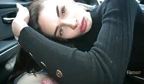 Roztomilé dítě dostane ránu do auta