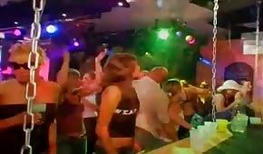 Skupinový sex s párty v klubu