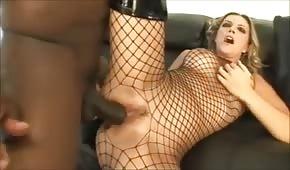 Černý penis v ostrém blonďáku