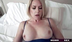 Sladký sex se silikonovou mámou