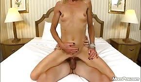 Sex s hubenou a zralou blondie