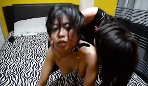 Lesba má na vodítku pikantní Asiat
