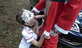 Hrajte se sestrou uprostřed lesa