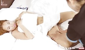 Masíroval tělo zralé japonské ženy