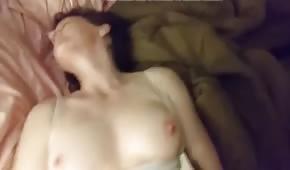 Přirozené tělo amatéra v prdeli v ložnici