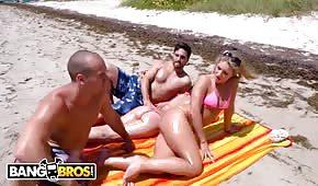 Na pláži zvedl sexy blondýnku