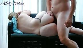 Sex na ospalé hlavě s blonďatým košíčkem