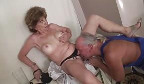 Orální porno se zralou ženou
