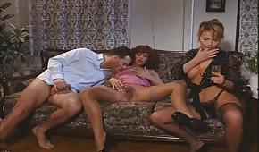Skupinový porno s retro babes