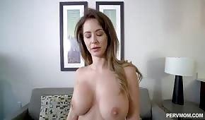 Krásná nevlastní matka má velká prsa