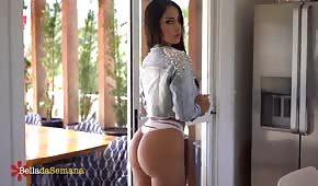 Latina s nádherným zadkem