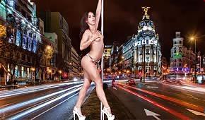 Sexy tanečnice dělá striptýz