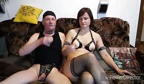 Šukal svou zralou manželku do zadku