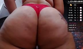 Tlustý zadek v červených kalhotkách