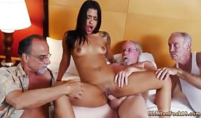 Exotická dáma v prdeli třemi prarodiči