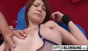 S vibrátory na těle horké asijské dívky