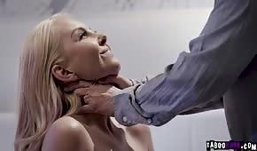 Dobrý sex s blondýnkou před zrcadlem