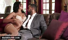 Sex na koženém gauči s latinskou dívkou